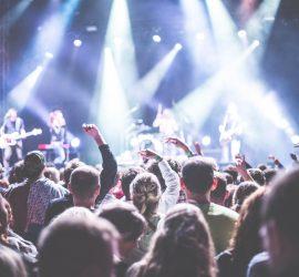 public-scene-concert-eclairage-sonorisation